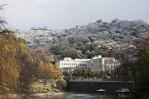 雪景色の城山
