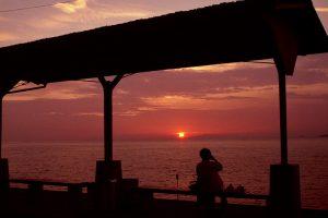 JR下灘駅からの夕日