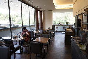 館内にある珈琲館イストワール、高知城が綺麗に見える