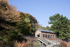 赤レンガ造りの旧保安本部は東平記念館のマイン工房として利用されている。