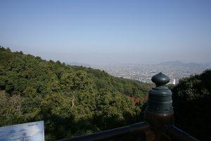 本宮の北東側にある展望台から讃岐平野や讃岐富士が眺望できる。