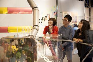 科学に関する知識や技術、製品など、おとな達も楽しく学び観察できる