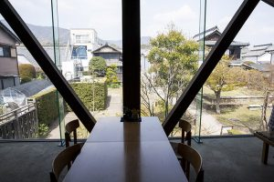 藍蔵2階はカフェコーナー