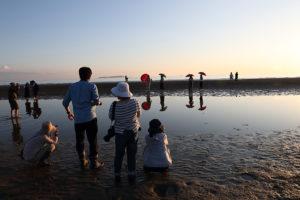夕方には、海岸線には撮る人、撮られる人がいっぱい