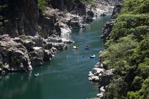 小歩危の雄大な景観の中、のんびり川下り