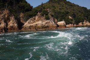 しまなみ海道の急流と渦を間近に見える急流観潮船