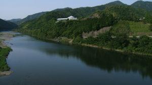 美しい川面の清流四万十川