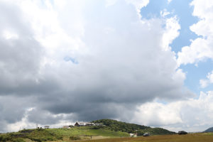 山の天気は気まぐれ、空と近い姫鶴平と姫鶴荘