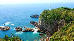 青い海と断崖の足摺岬と灯台