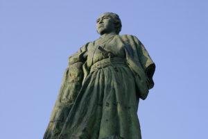 太平洋を見下ろす坂本龍馬像